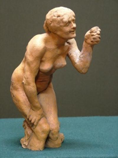 Fügét mutató nő