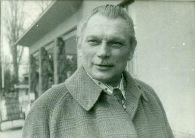 Borbély Károly (1913-2007) szakoktató, felszolgáló portré-fényképe, Budapest, 1970-es évek