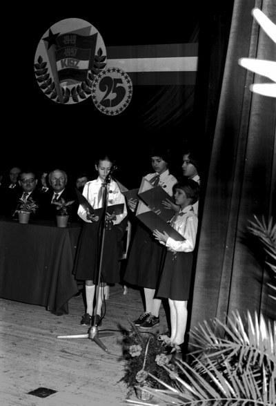 Tanácsköztársaság évfordulója, ünnepség a színházban