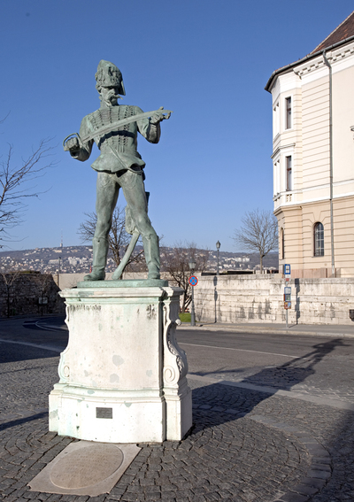 Huszár-szobor