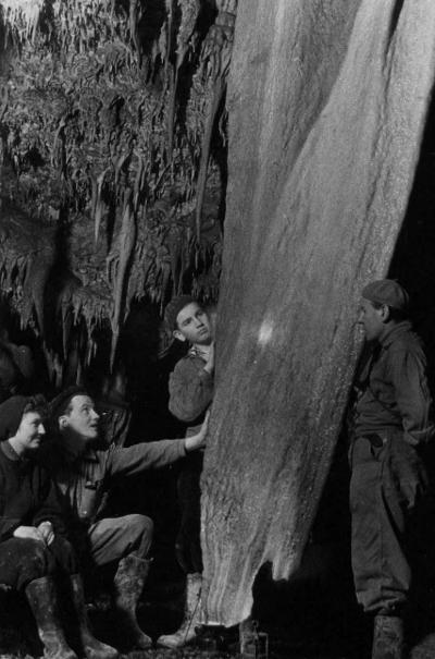 Meteor Barlangkutató Csoport a Baradla-barlangban
