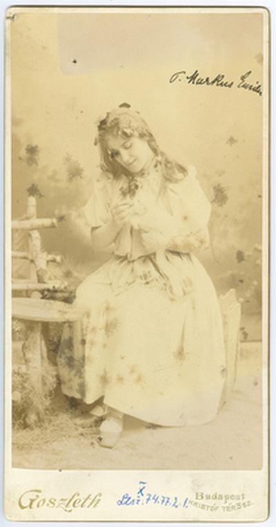 Márkus Emília jelmezben