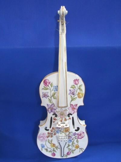 Hegedű, porcelán