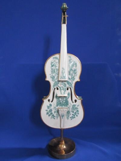 Hegedű talppal, porcelán