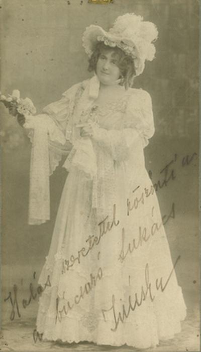 Lukács Juliska színésznő jelmezben