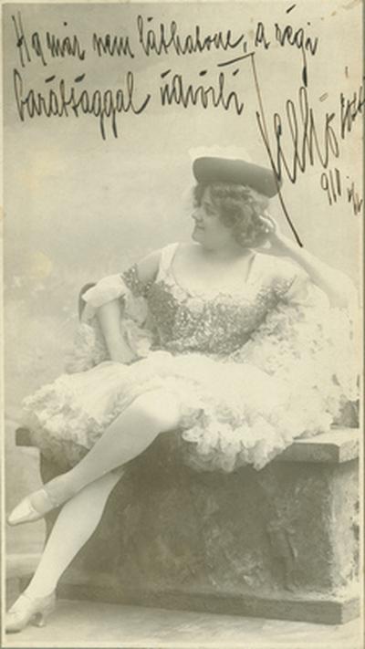 Felhő Rózsi énekesnő jelmezben