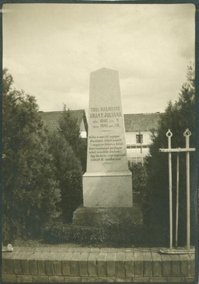 Széll Kálmánné Arany Julianna sírköve