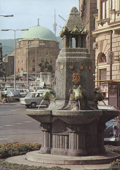 Zsolnay-kút a Széchenyi téren