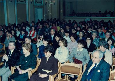 A Tóth Árpád Gimnázium 30. jubileumi estje a Déri Múzeumban: a szereplők és a közönség