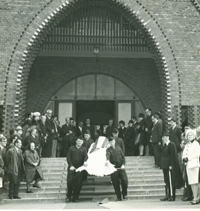 Pákozdy Ferenc temetése: a ravatal, a gyászmenet, a sír