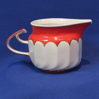 269. Teás tejkiöntő, porcelán