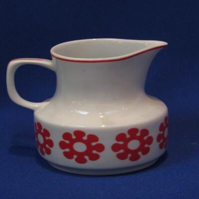 197. Mokka tejkiöntő, porcelán