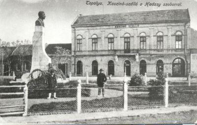 Kaszinó Szálloda a Hadzsy szoborral, Topolya, 1917