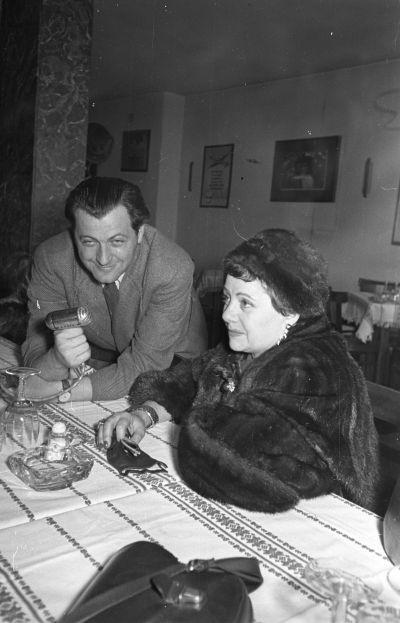 Interjú Ferihegyen Lucienne Boyer francia sanzonénekesnővel