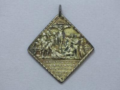 Golgota/Krisztus sírbatétele ezüst medál