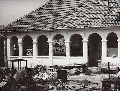 Díszes tornácú lakóház