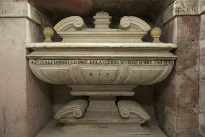ref: PM_098784_E_Pastrana; Urna funeraria