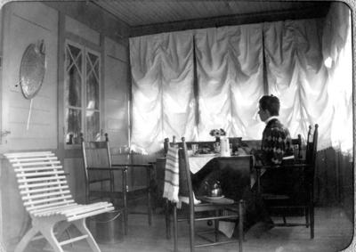 """""""På Gräslunds veranda 1905"""