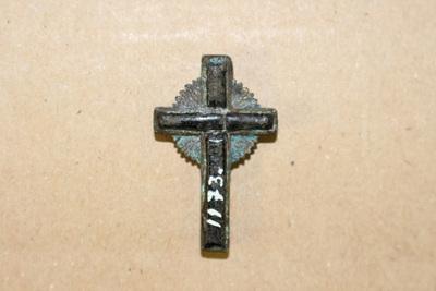 Krucifix av brons, gloria i mitten