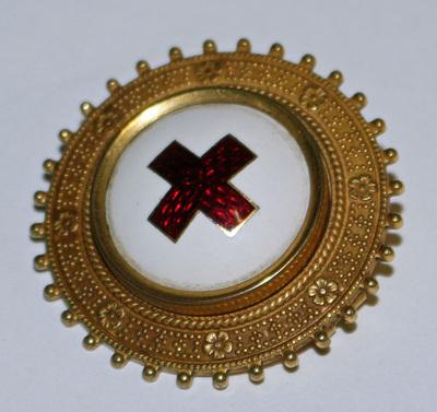 Brosch, Röda Korset, har tillhört Margareta Björcke (1911-2007)