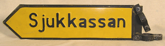 Vägskylt av järn; emaljerad i gult och svart, med text :