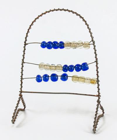 Kulram i miniatyr, trådarbete med glaspärlor, från Strängnäs