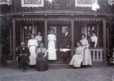 Familjen Strömvall på Estlöt i Sättersta ca 1900