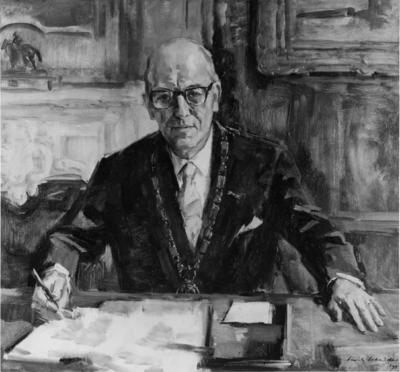 Geschilderd portret van Mr. Theodorus Matheus Johanna (Theo) de Graaf (27/11/1912 - 15/01/1983), burgemeester van Nijmegen van 24-1-1968 t/m 1-12-1977, van de hand van beeldend kunstenaar Sierk Schröder (06/4/1903 - 26/1/2002)