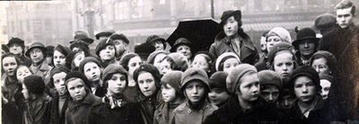A gathering for a Civic Funeral in the 1930s standing near Widnes Town Hall. The school children being from St Maries School. The lady in the hat is Miss Mae Pinnington who later became Head of the