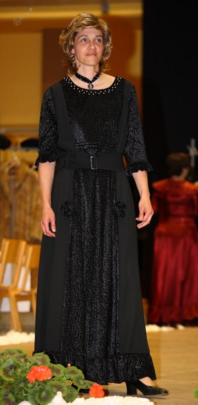 Črna plesna obleka
