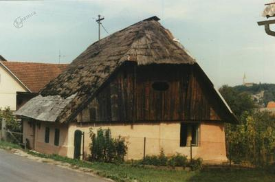 Stara, s slamo krita streha