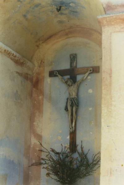Razpelo v kapelici