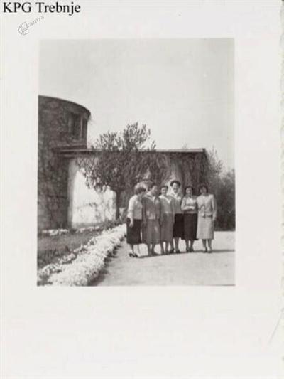 Gojenke pred kapelo ob gradu Mala Loka