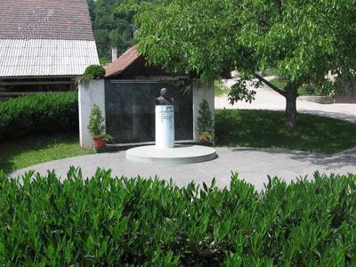 Šavna Peč, spominsko obeležje Antonu Sovretu