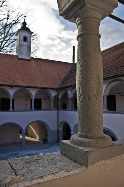 Arkadno dvorišče gradu Tuštanj