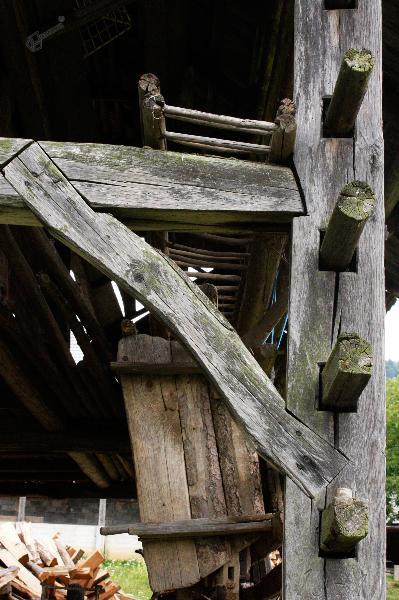 Detajl roke Podrebrskega kozolca