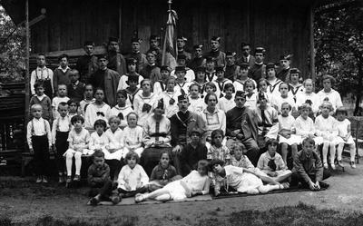 Člani KPD Orel okrog 1920