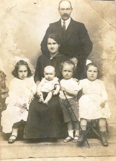 Družinska fotografija Pretnarjevih