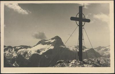 Vrh Škrlatice s Triglavom