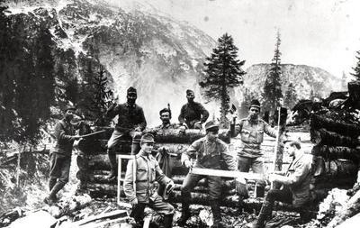 Gradnja lesenih objektov na planini Duplje
