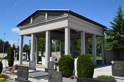 Spomenik na pokopališču v Kranju