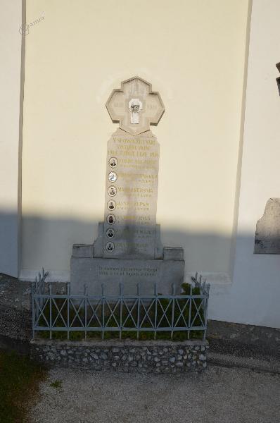 Spomenik v Lešah