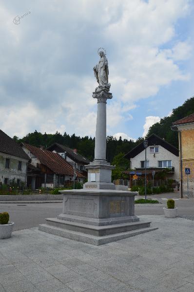 Spomenik v Lukovici