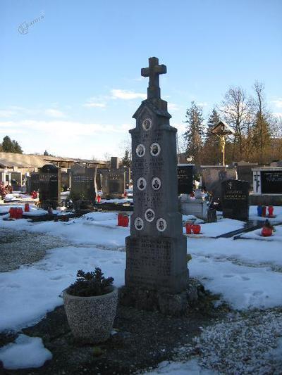 Spomenik v Retečah