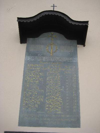 Spominska plošča s Spodnjega Brnika
