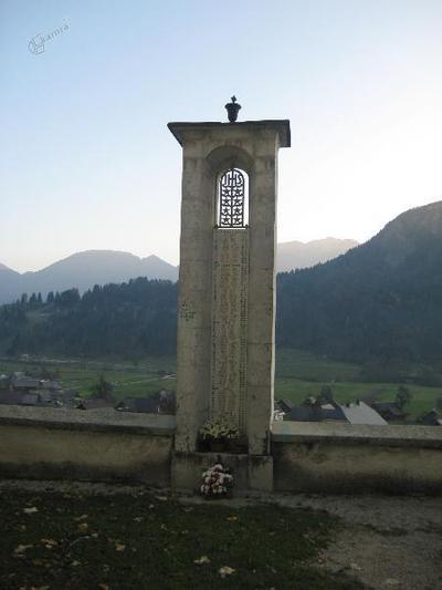 Spomenik v Srednji vasi pri Bohinju