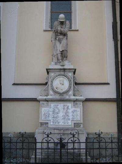 Spomenik v Stari Loki