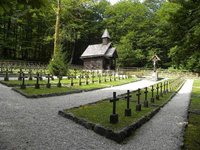 Vojaško pokopališče v Ukancu v Bohinju