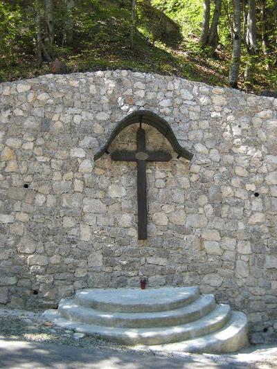 Spomenik ob cesti na Vršič