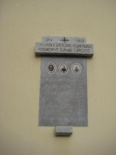 Spominska plošča v Zapogah